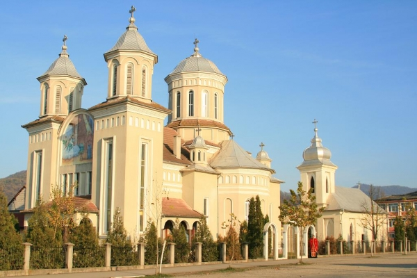 biserica-buna-vestire-gurahont-2331218C2-B765-1706-6E08-FE8915647D0D.jpg